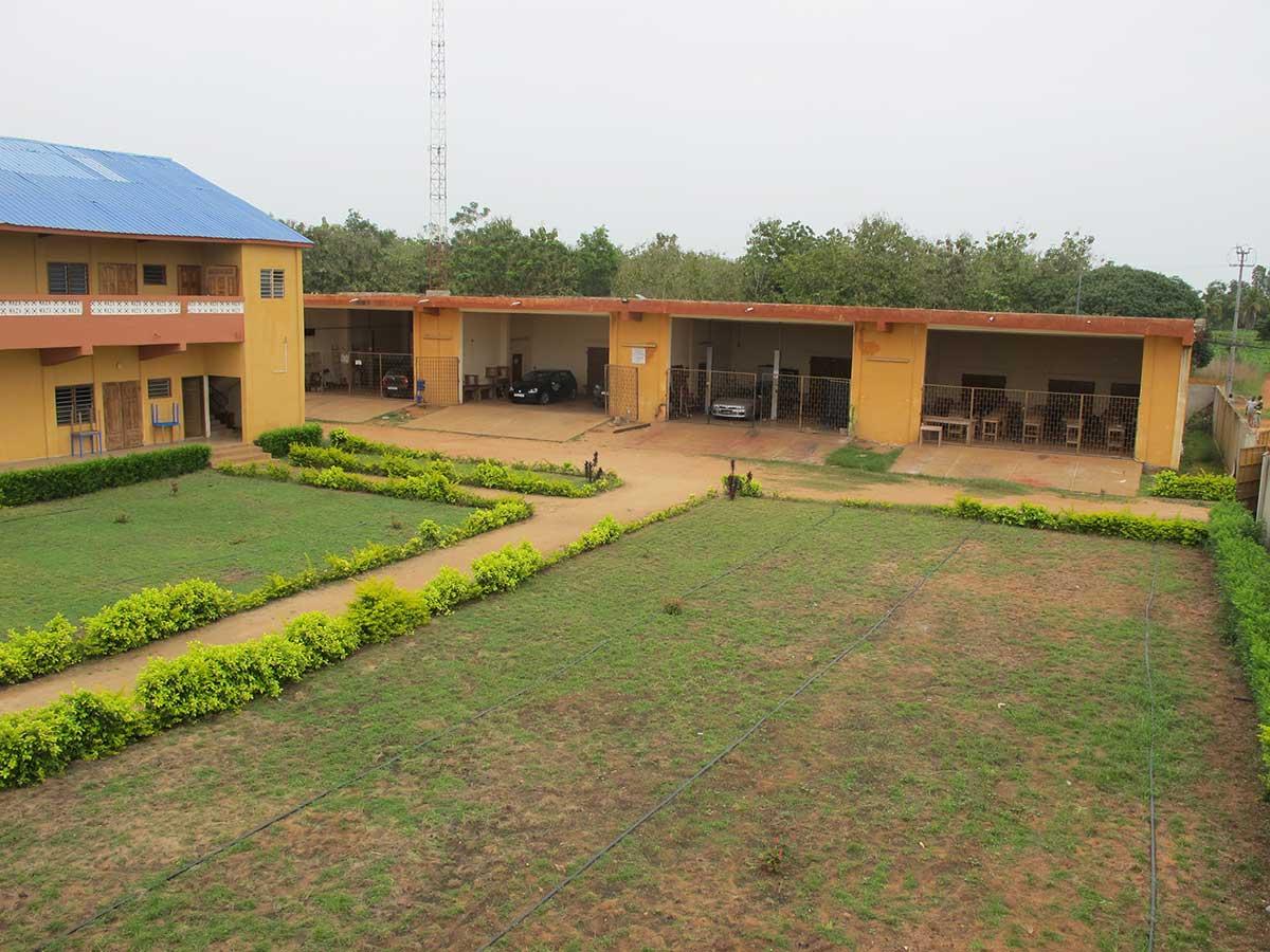 Die Außenanlagen der KFZ-Abteilung in Vogan / Togo