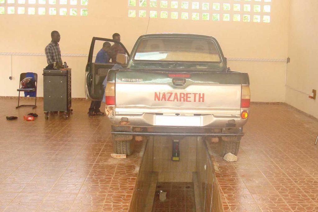 KFZ-Abteilung - Fahrzeuggrube